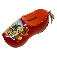Wooden Shoe Savingsbank Red